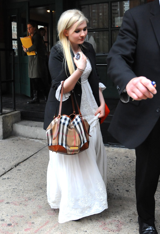 Abigail Breslin carries a Burberry Canterbury Shoulder Bag in NYC (4)