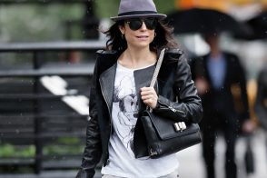 Bethenny Frankel braves the rain with a Christian Louboutin shoulder bag
