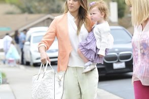 Jessica Alba carries a Valentino Tonal Leather Filigree Tote in white on Easter Sunday (5)
