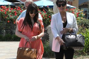 Kim Kardashian carries an Hermes Grizzly Suede Birkin and Kris Jenner carries an Hermes Crocodile Birkin (1)