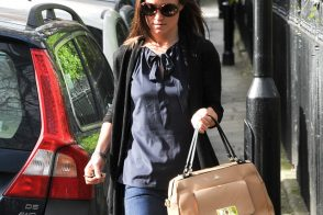 Pippa Middleton carries a tan leather satchel mystery bag (5)