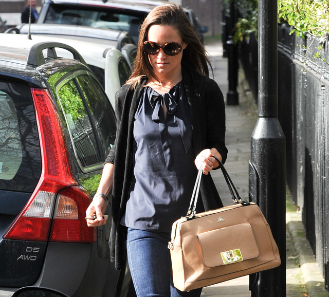 Pippa Middleton Carries A Tan Leather Satchel Mystery Bag 5