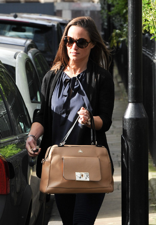 Pippa Middleton carries a tan leather satchel mystery bag (4)