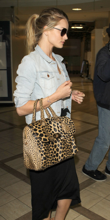 Rose Huntington-Whiteley carries a Mulberry Del Rey Animal Print Bag at the airport in Los Angeles (4)