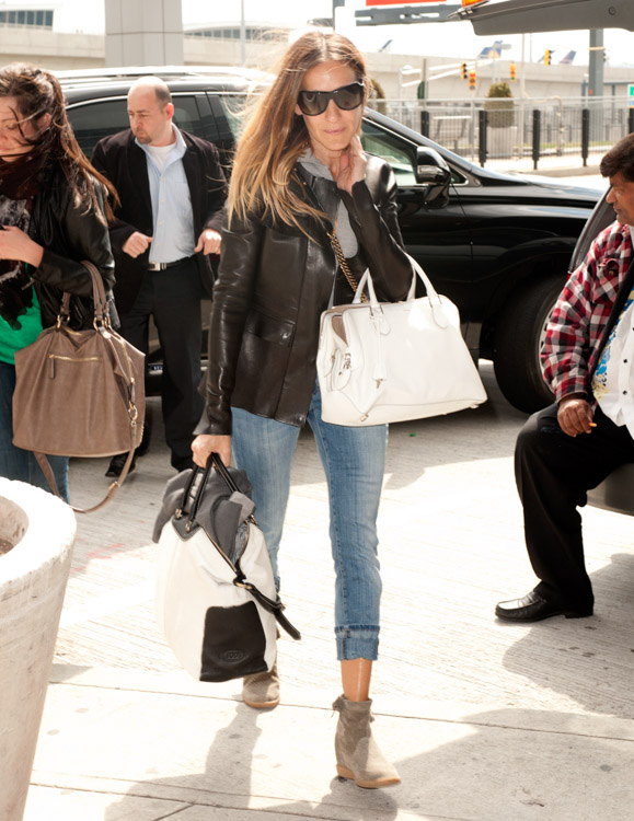 Sarah Jessica Parker carries bags from Chanel and Rochas, plus Louis Vuitton luggage, at the airport in NYC (2)