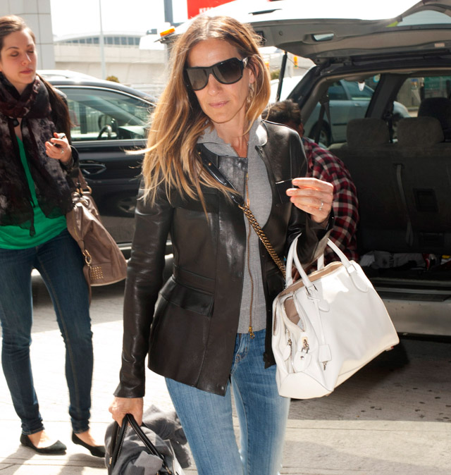 Sarah Jessica Parker carries bags from Chanel and Rochas, plus Louis Vuitton luggage, at the airport in NYC (1)
