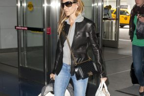 Sarah Jessica Parker carries Chanel, Rochas and a boatload of Louis Vuitton luggage