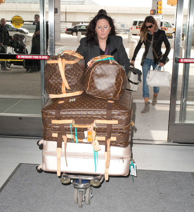 Sarah Jessica Parker carries bags from Chanel and Rochas, plus Louis Vuitton luggage, at the airport in NYC (4)