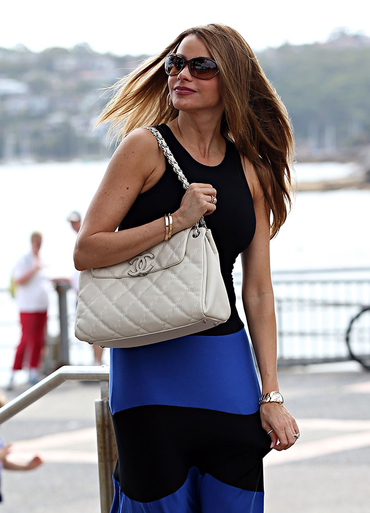 Sofia-Vergara-Chanel-Shoulder-Bag-White
