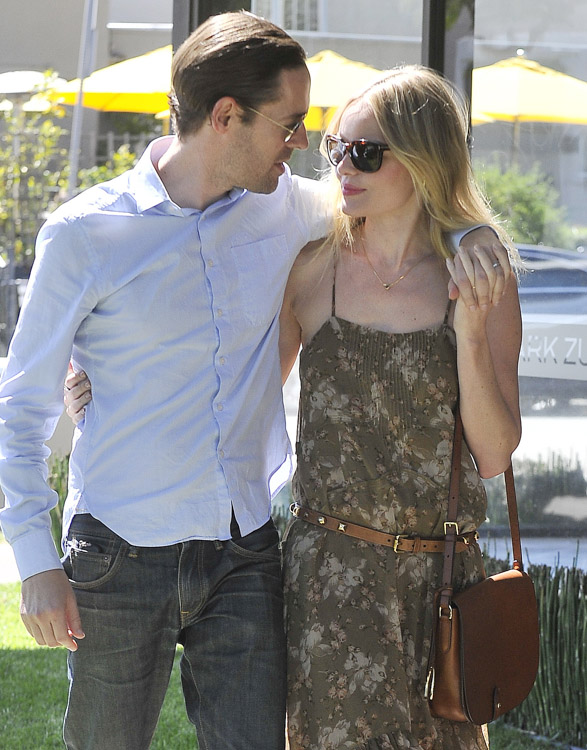 The Many Bags of Kate Bosworth (22)