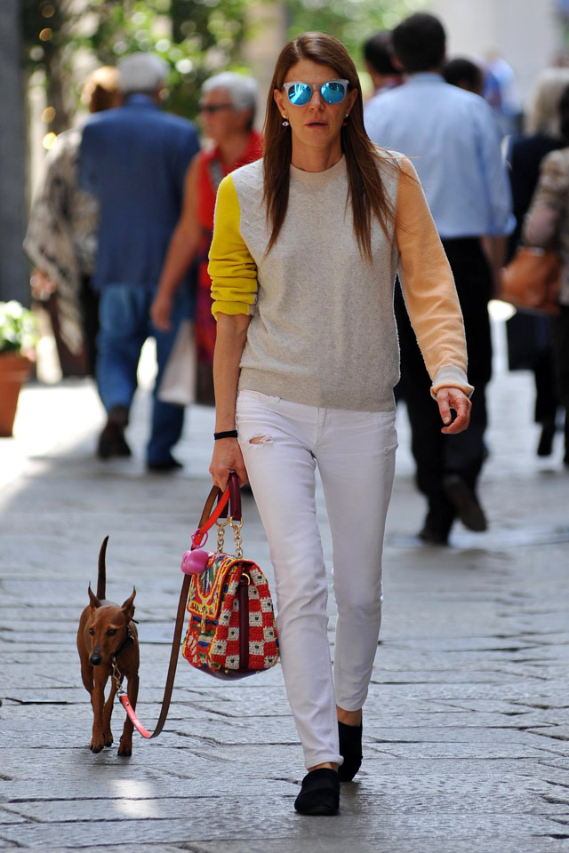 Anna Dello Russo carries a Dolce & Gabbana Miss Dolce Woven Raffia Bag while walking her dog in Milan (3)