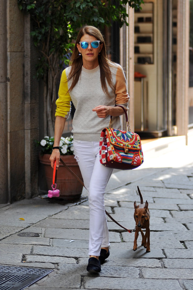 Anna Dello Russo carries a Dolce & Gabbana Miss Dolce Woven Raffia Bag while walking her dog in Milan (4)