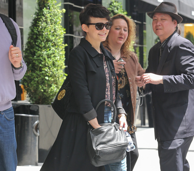 Ginnifer Goodwin carries a grey Givenchy Pandora Bag (5)