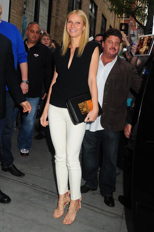 Gwyneth Paltrow carries a Tom Ford Natalia Bag in NYC (4)