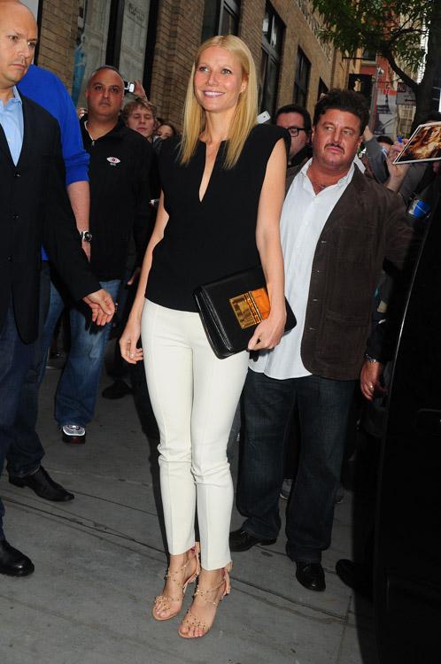 Gwyneth Paltrow carries a Tom Ford Natalia Bag in NYC (3)