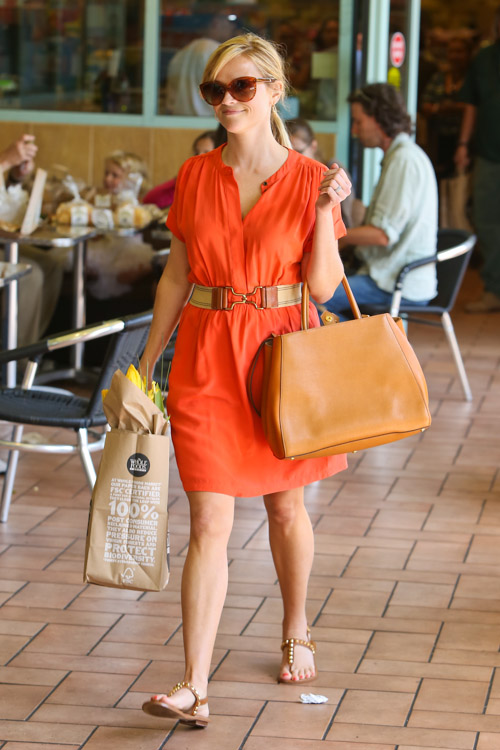 Reese Witherspoon carries a Fendi 2Jours Tote (1)