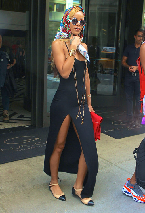 Rihanna and her Celine Roll Clutch5