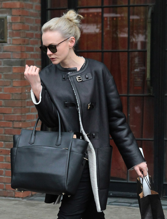 The Many Bags of Carey Mulligan (7)