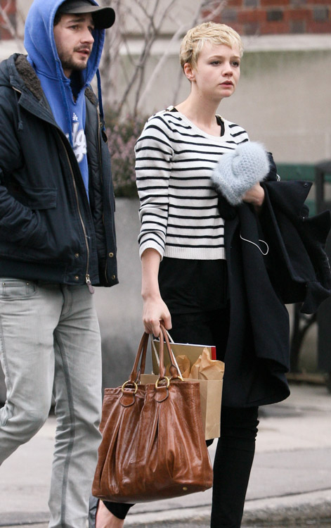 The Many Bags of Carey Mulligan (1)