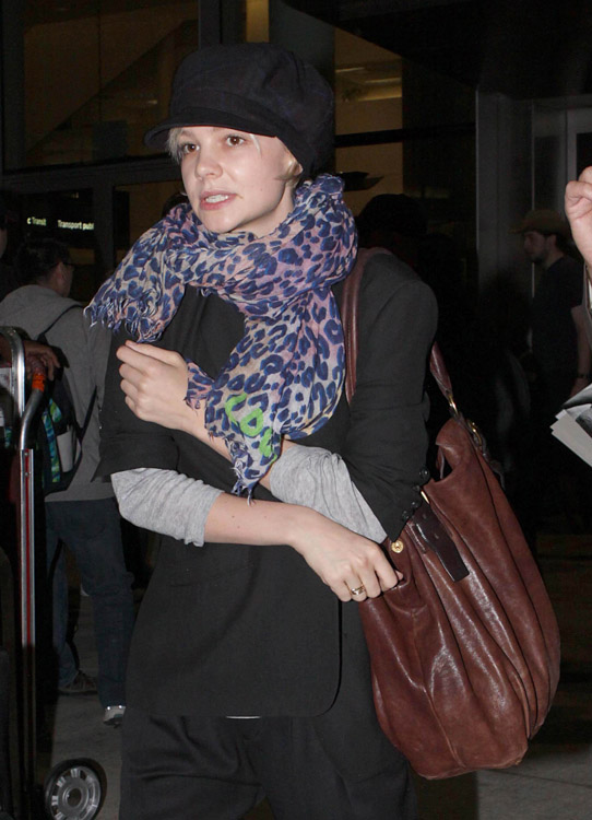 The Many Bags of Carey Mulligan (5)
