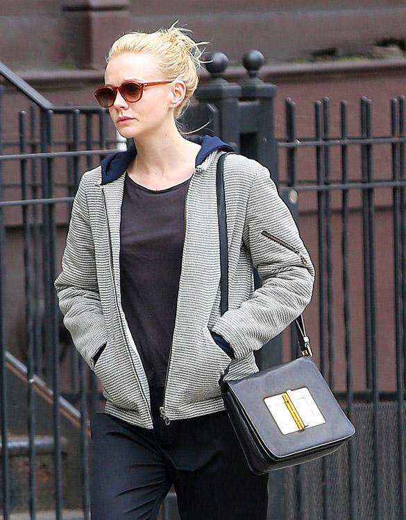 The Many Bags of Carey Mulligan (8)