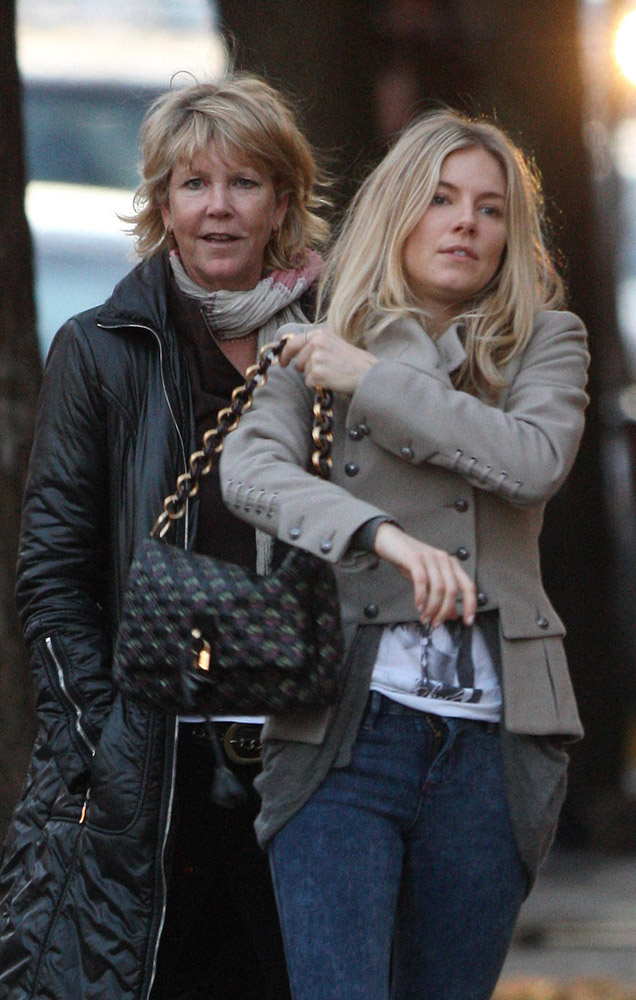 The Many Bags of Sienna Miller (15)