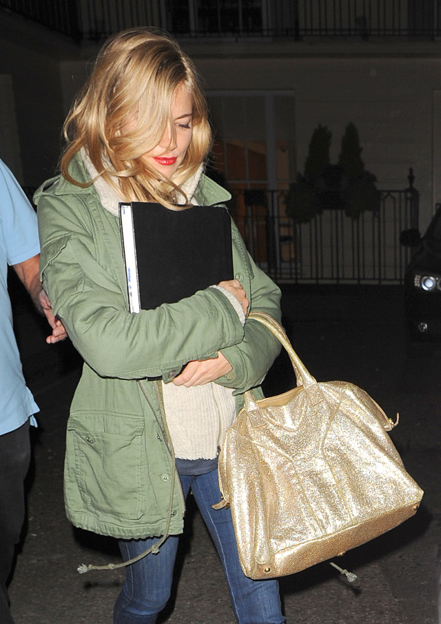 The Many Bags of Sienna Miller (21)