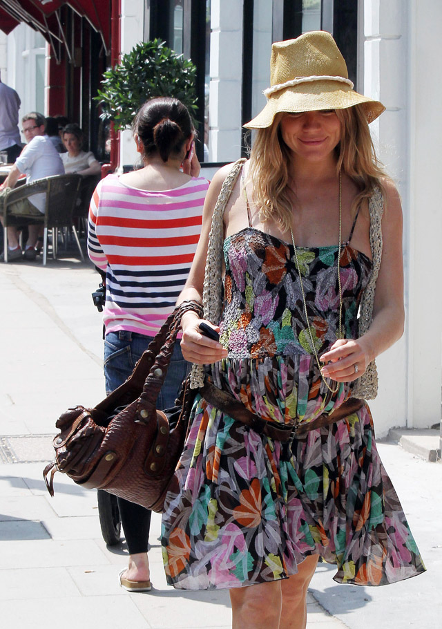 The Many Bags of Sienna Miller (13)
