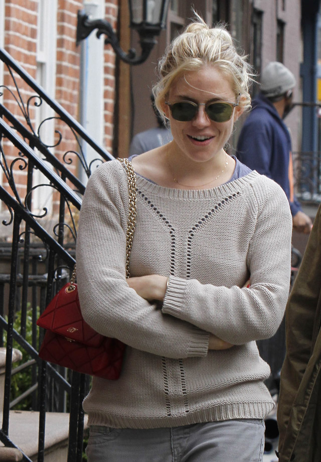 The Many Bags of Sienna Miller (24)