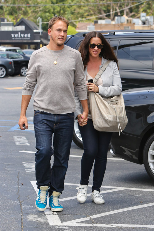 Alanis Morissette carries a Balenciaga Courier Bag in LA (3)