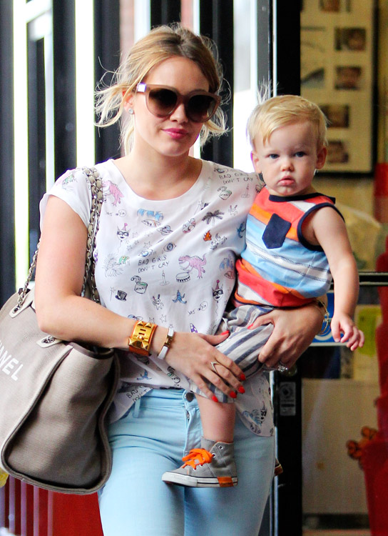 Hilary Duff carries a Chanel Linen Logo Tote in LA (3)