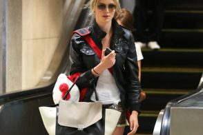 Ireland Baldwin carries a Celine Trapeze Tote at LAX (5)