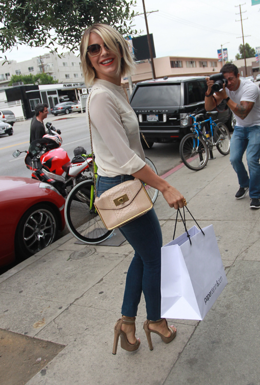 Julianne Hough carries a Chloe Sally Bag (2)