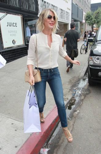 Julianne Hough carries a Chloe Sally Bag (3)