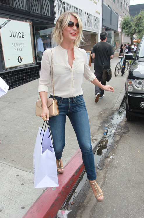 Julianne Hough carries a Chloe Sally Bag (3)