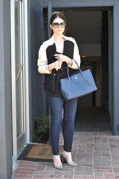 Michelle Trachtenberg carries a Chanel Cerf Tote in California (3)