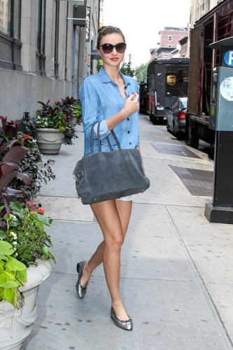 Miranda Kerr carries a grey suede Balmain x Aurelie Bidermann Pierre Bag (4)