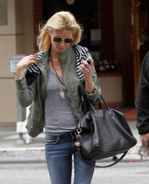 The Many Bags of Gwyneth Paltrow (8)