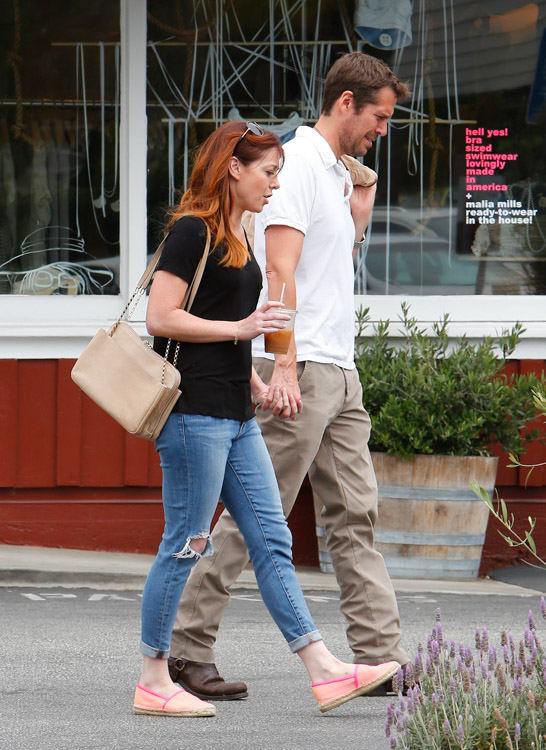 Alyson Hannigan carries a beige Chloe Lucy Bag (1)