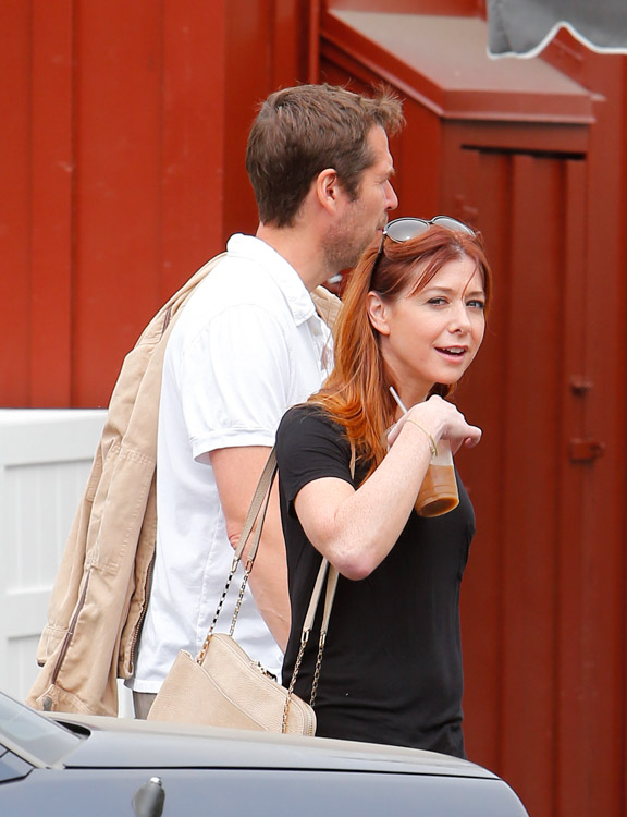 Alyson Hannigan carries a beige Chloe Lucy Bag (3)