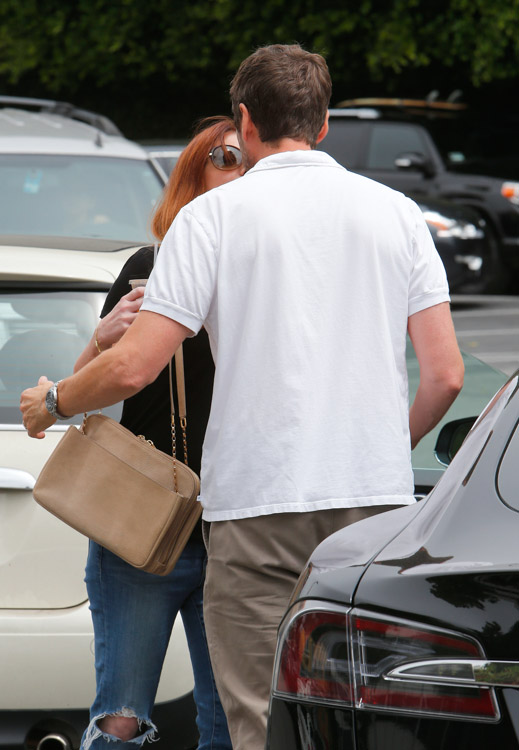 Alyson Hannigan carries a beige Chloe Lucy Bag (4)
