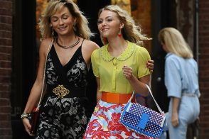 "AnnaSophia Robb Carries a Fendi Baguette on the Set of ""Carrie Diaries"" – How Appropriate!"