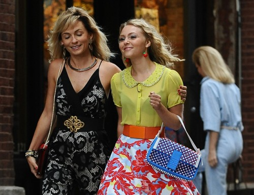 """AnnaSophia Robb carries a blue Fendi Baguette Bag on the set of """"The Carrie Diaries"""" (5)"""