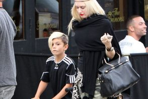 Gwen Stefani carries a black Viktor and Rolf Bombette Bag in London (5)