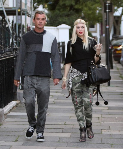 Gwen Stefani carries a black Viktor and Rolf Bombette Bag in London (2)