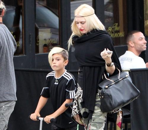 Gwen Stefani carries a black Viktor and Rolf Bombette Bag in London (5)