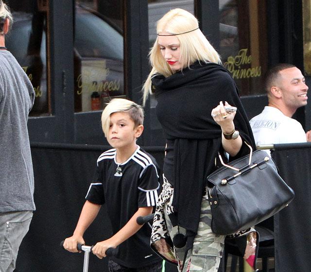 Gwen Stefani Carries A Black Viktor And Rolf Ette Bag In London 5