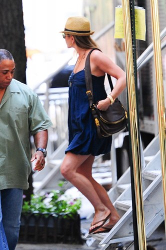 Jennifer Aniston carries a Tom Ford bag in NYC (1)