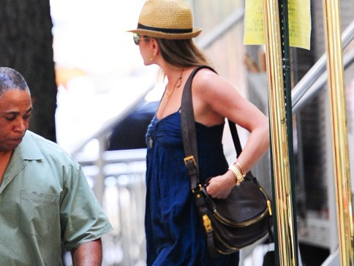 Jennifer Aniston carries a Tom Ford bag in NYC (5)