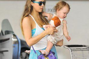 Jessica Alba carries the Ralph Lauren Ricky Mini Crossbody Bag in LA. (5)